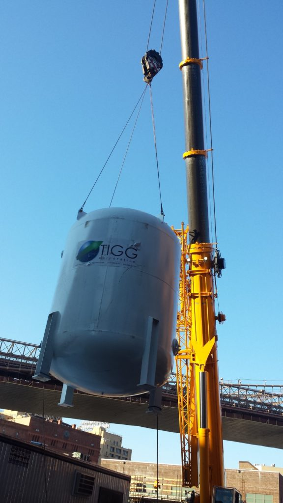 Lifting Water Tank with Crane